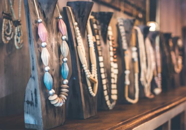 Výroba náramku, náušnic a náhrdelníku (pro děti s rodiči i samostatně)
